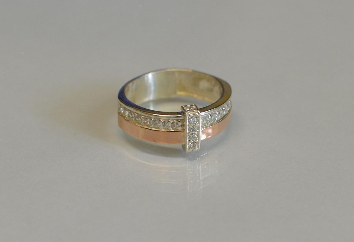 Кольцо серебряное с золотыми вставками и фианитами 101к 15