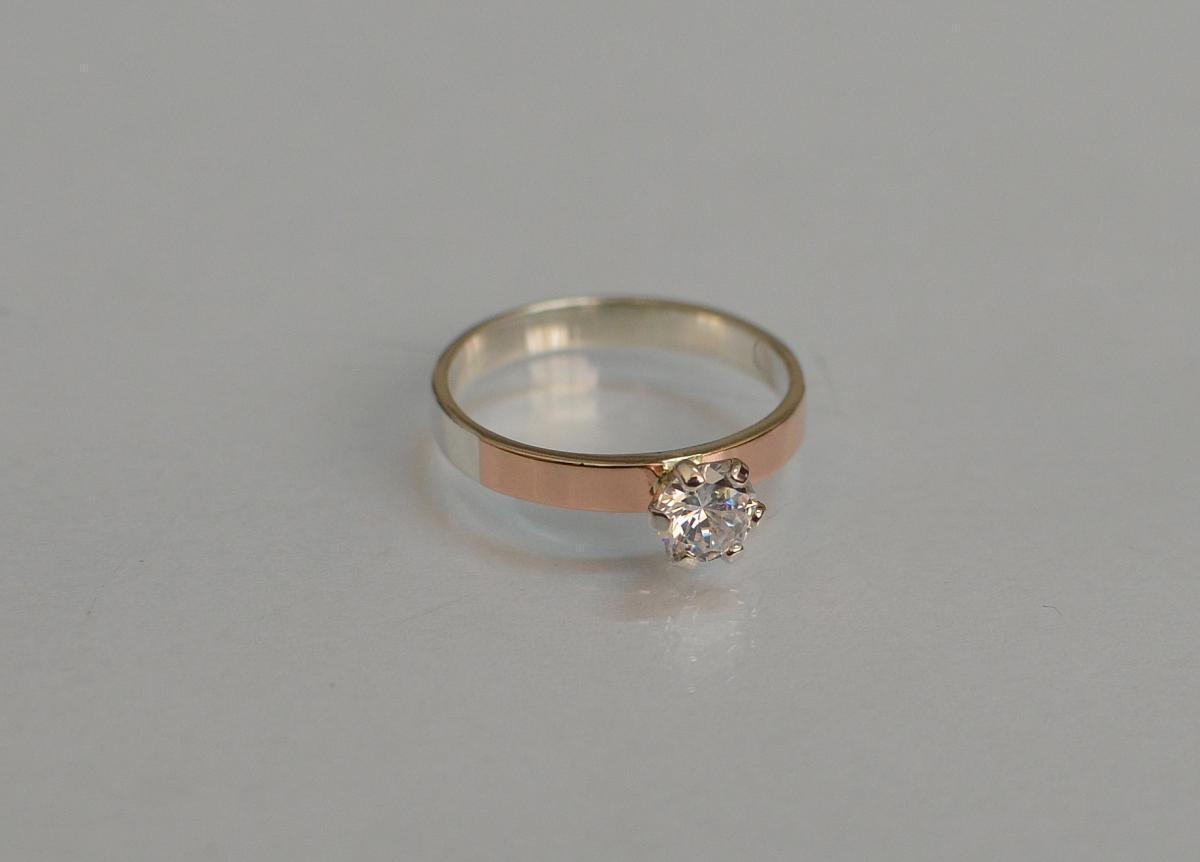 Серебряное кольцо с золотыми напайками 045к 15