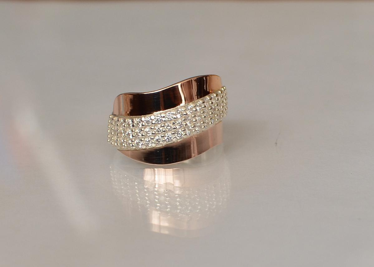 Серебряное кольцо с золотыми накладками 131к 15