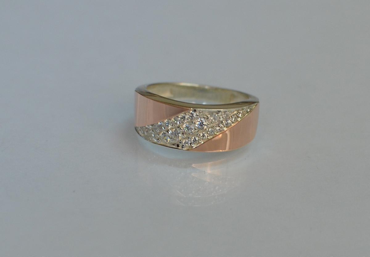 Серебряное кольцо с золотыми вставками 123к 15