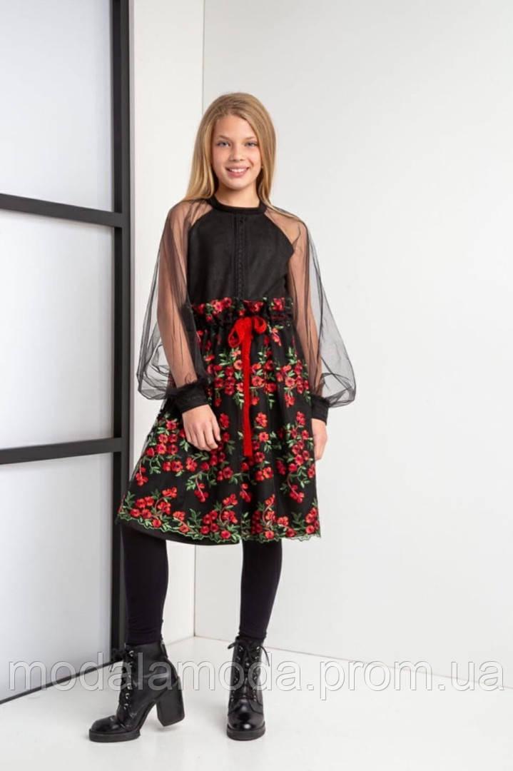 Платье очень красивое с накладной юбкой