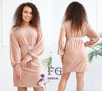 Короткое вельветовое платье с длинным рукавом и поясом в тон бежевое