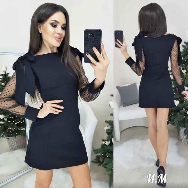 Прямое черное платье мини с бантами на плечах