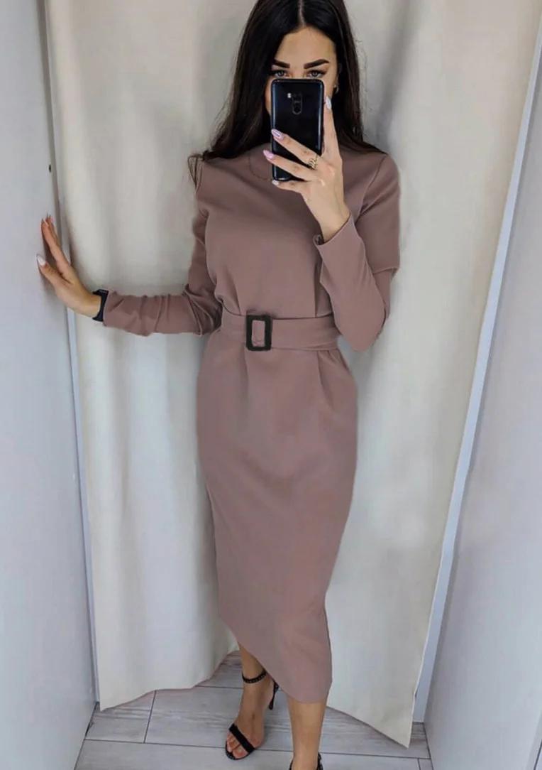 Классическое однотонное платье миди с поясом в тон мокко