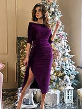 Прямое платье приталенное ниже колен с разрезом сбоку рукав три четверти серебристое, фото 2
