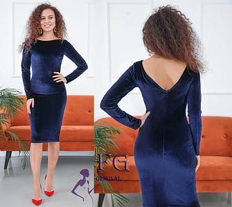 Приталенное платье миди из бархата с V-обрызным вырезом сзади темно-синее