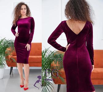 Стильное платье-футляр на вечер миди из бархата с V-обрызным вырезом сзади бордо