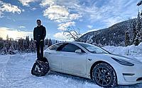 Громадянин Канади зробив з електромобіля Tesla Model 3 снігохід