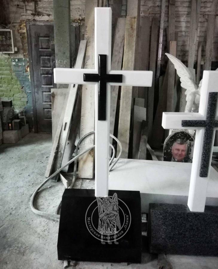 Крест из белого мрамора с баяном готовый с Выставки №14
