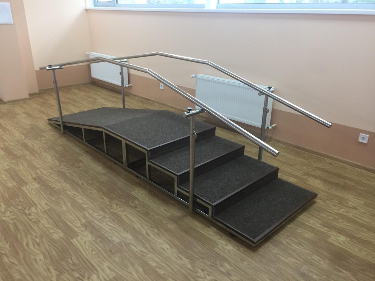 Лестница универсальная для обучения ходьбе с наклонной рампой