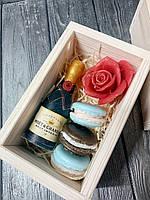 Красивый подарочный набор сувенирного мыла в деревянной коробке