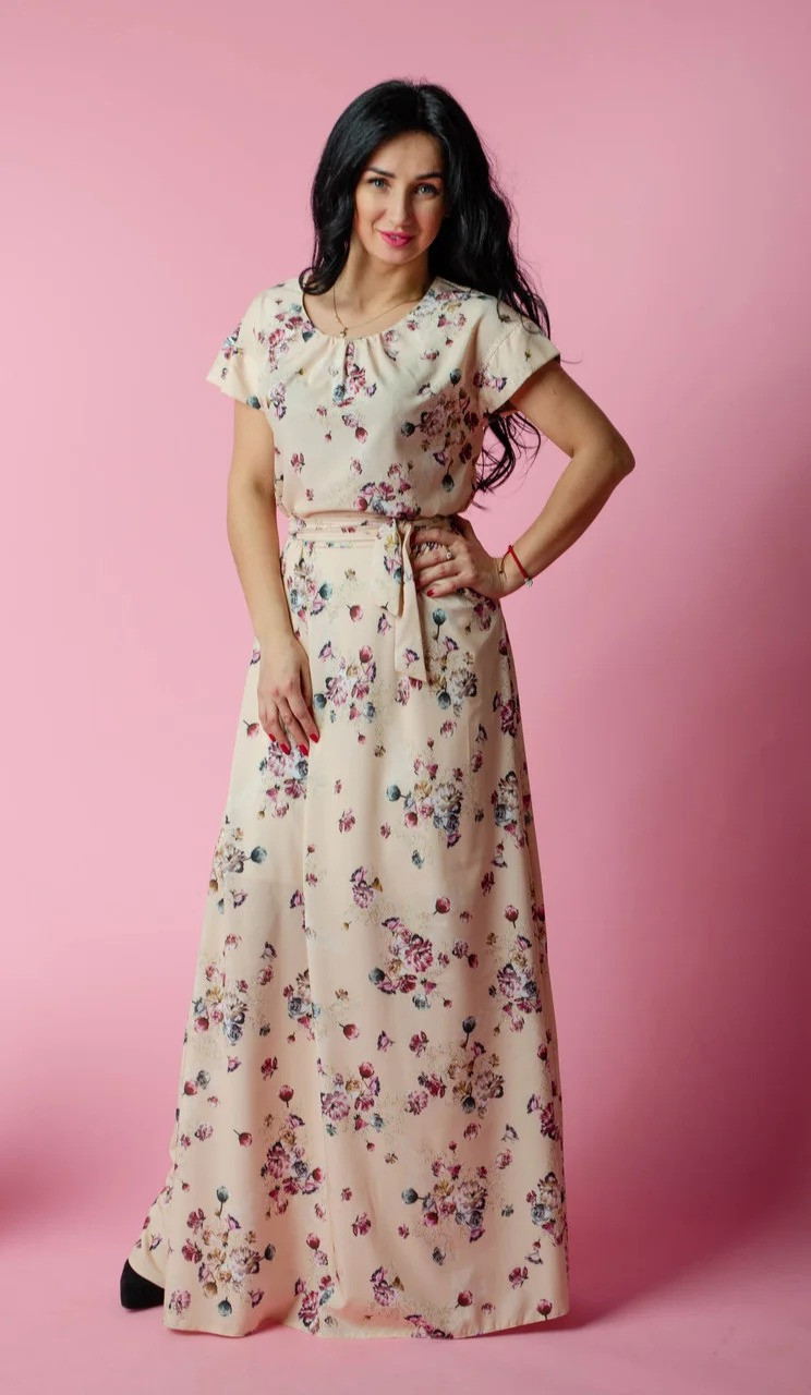 Длинное женское платье в пол с поясом в тон платья