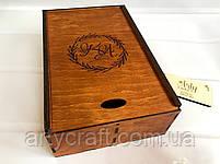 Деревянная коробка для свадебных бокалов с гравировкой (Венок_1) Ореховое дерево, фото 2