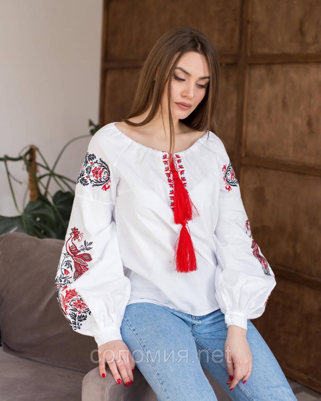 Традиционная женская вышитая блуза из натуральной ткани. Вышиванка
