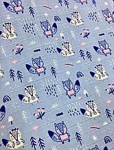 Муслін (бавовняна тканина) лисички і ялинки на блакитному (ширина 1,2 м)