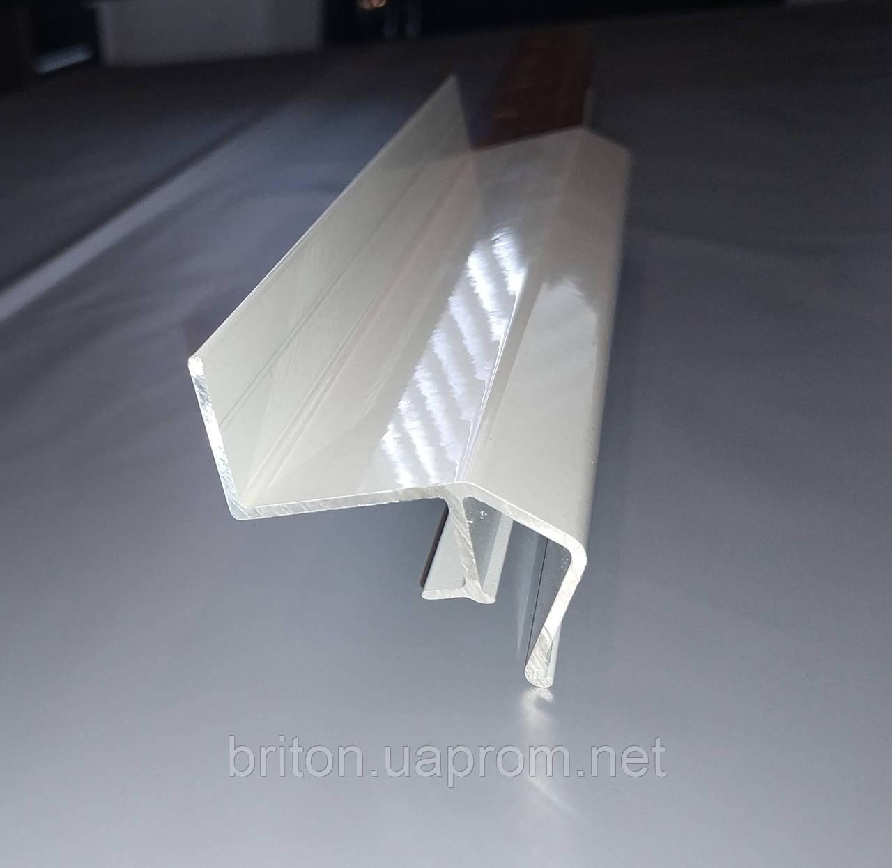 Профиль парящий, окрашенный в белый цвет Для монтажа потолков из парящий эффектом.