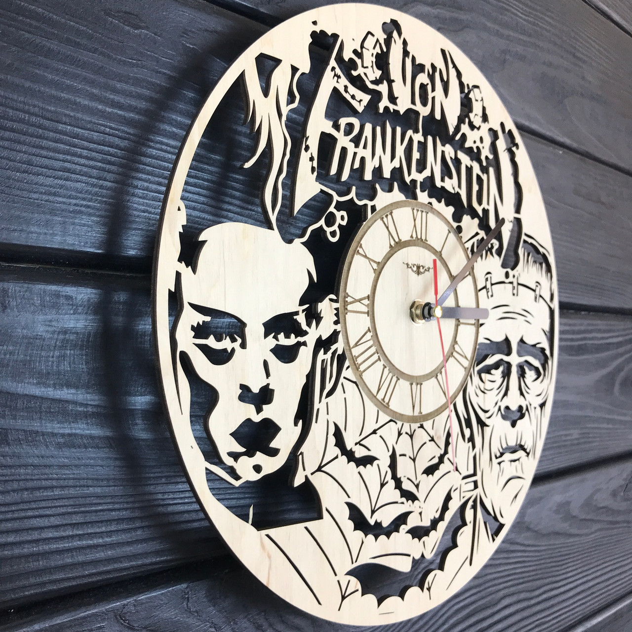 Деревянные настенные часы «Франкенштейн»