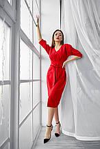 Яркое облегающее платье длина миди с разрезом