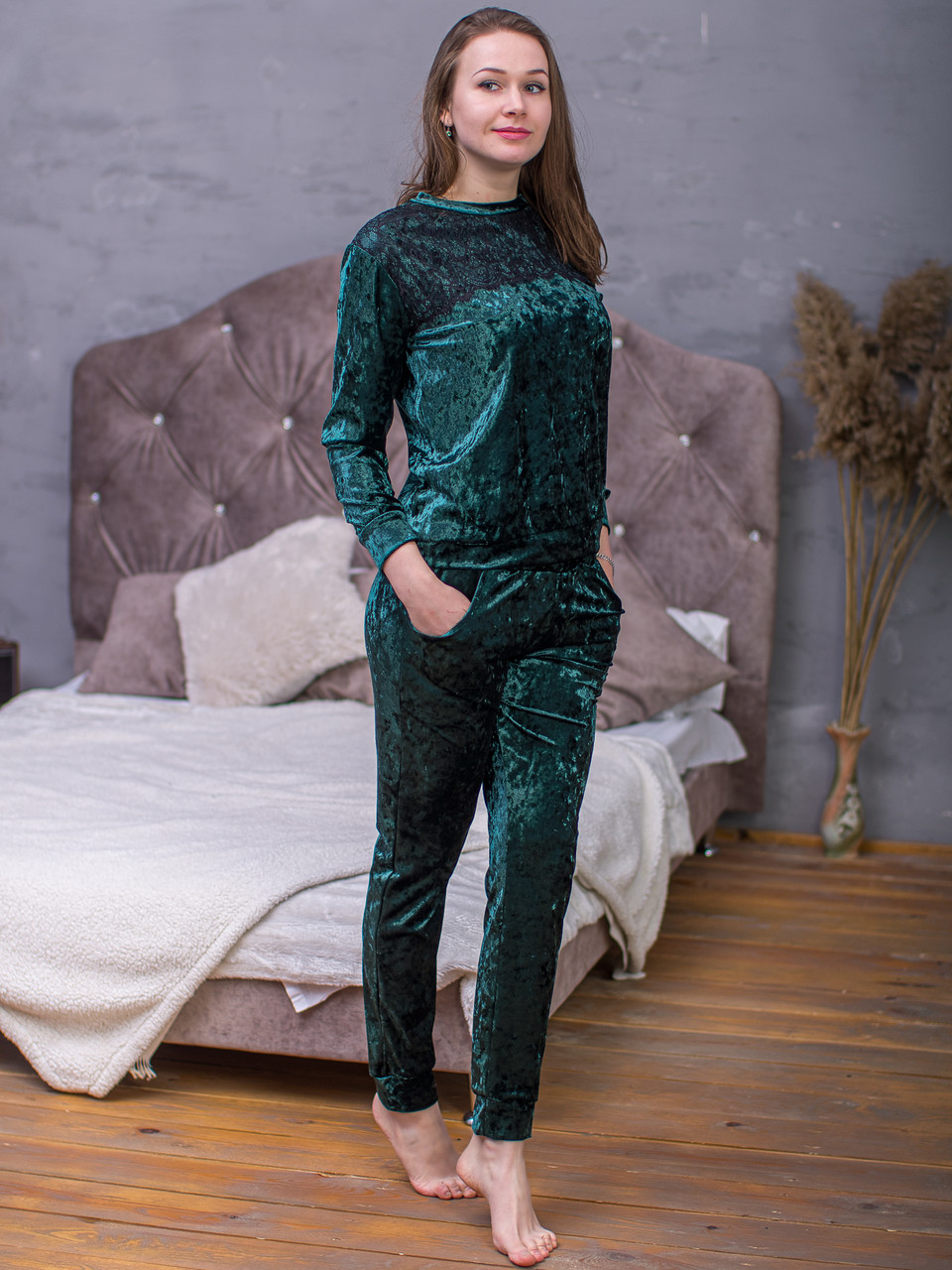 Женский домашний костюм велюровый Serenade зеленый с черным кружевом