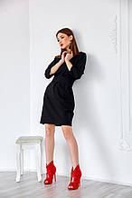 Черное облегающее платье выше колен с поясом