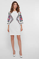 Короткое белое платье с узором