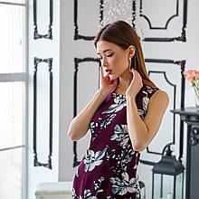 Приталенное платье с цветочными рисунком  без рукава
