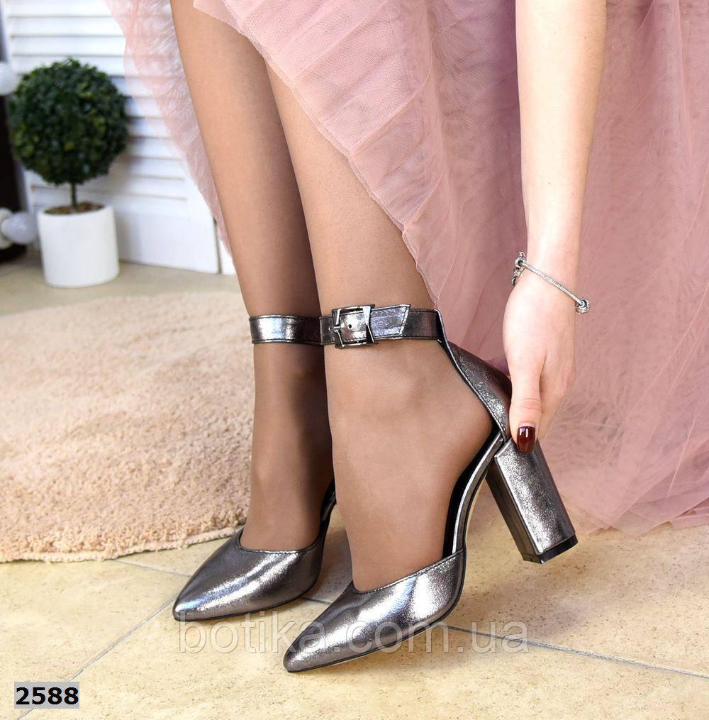 Эффектные женские туфли на каблуке на ремешке
