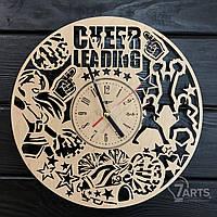 """Оригинальные настенные часы из дерева """"Черлидинг"""""""