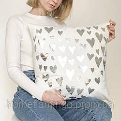 Декоративная подушка велюровая с серебристыми сердечками