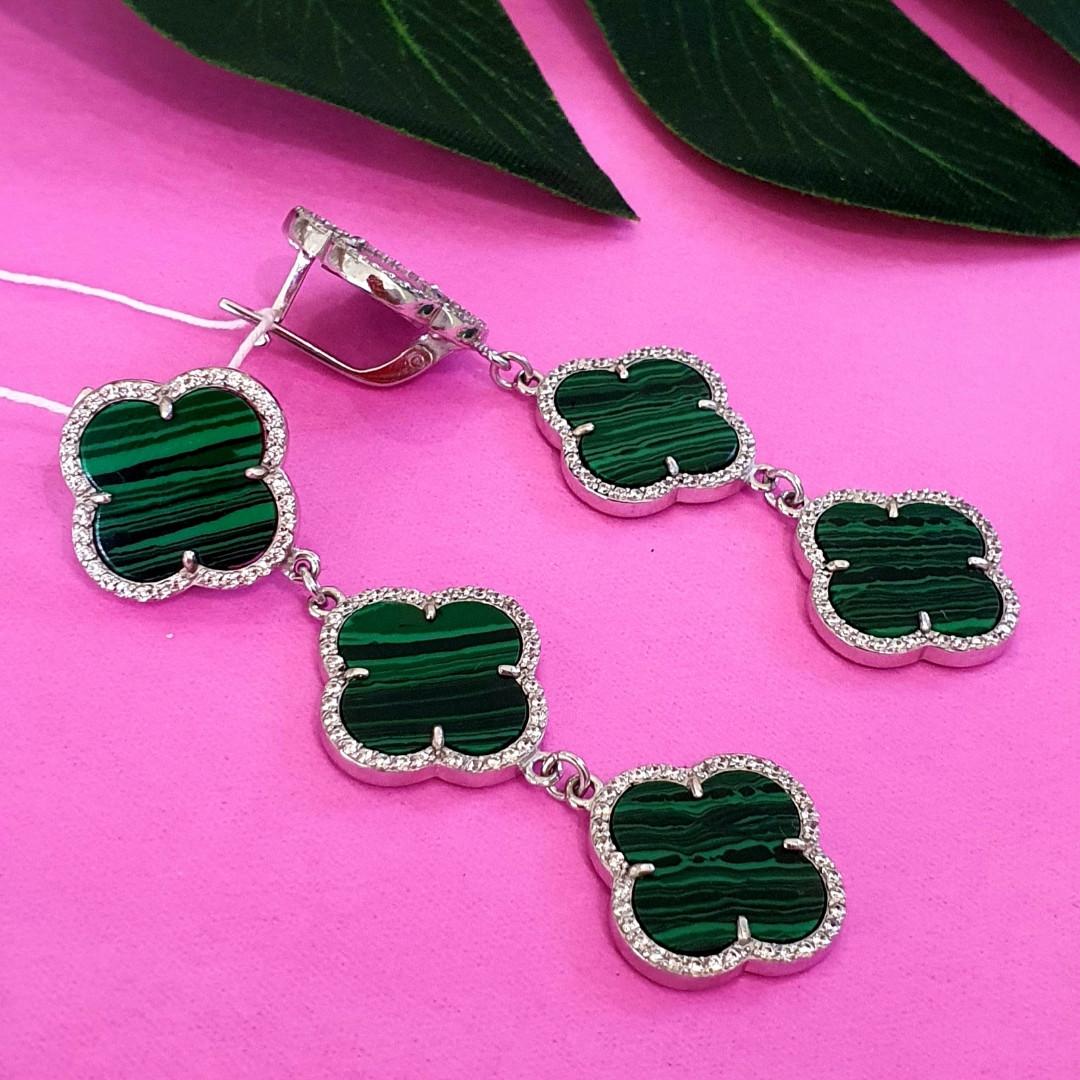 Серебряные серьги Клевер с зеленым малахитом - Брендовые серьги в стиле Ван Клифф зеленые