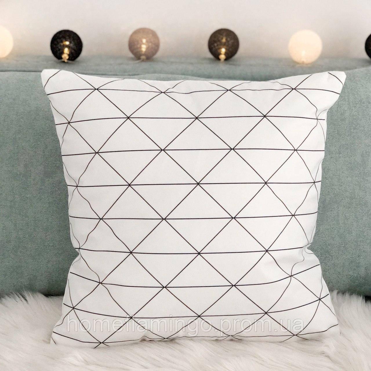 Декоративная подушка велюровая с геометрическим  принтом