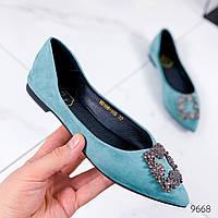 Женские туфли балетки  замшевые с острым носом на низком ходу с брошью голубые, фото 1