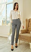 Модные женские брюки из трикотажа в мелкий принт  цвет серый