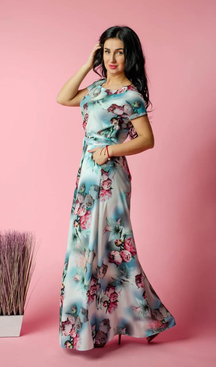 Красивое женское весеннее платье в пол с оригинальным цветочным принтом