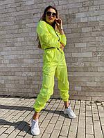 Женский яркий плащевой спортивный костюм с укорочённой мастеркой на чёрной тракторной змейке (размер С и М), фото 1