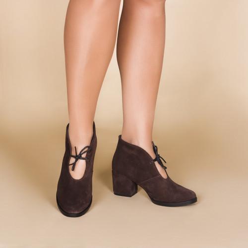 Замшевые коричневые женские ботильоны на каблуке 6 см. Цвет любой под заказ