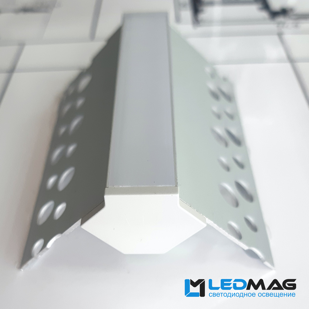 Светодиодный профиль для гипсокартона внешний угол 50х22 мм