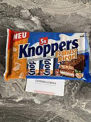Knoppers Erdnuss Riegel батончики с арахисовой пастой 200 грм