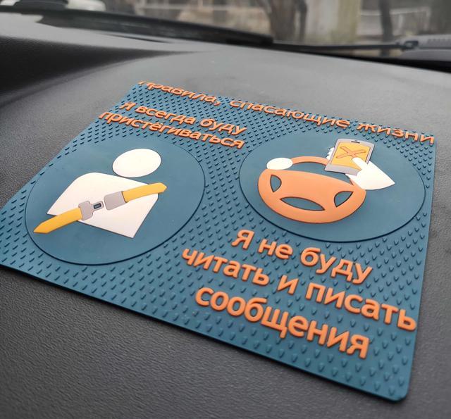 Антискользящие липкие коврики в авто оптом