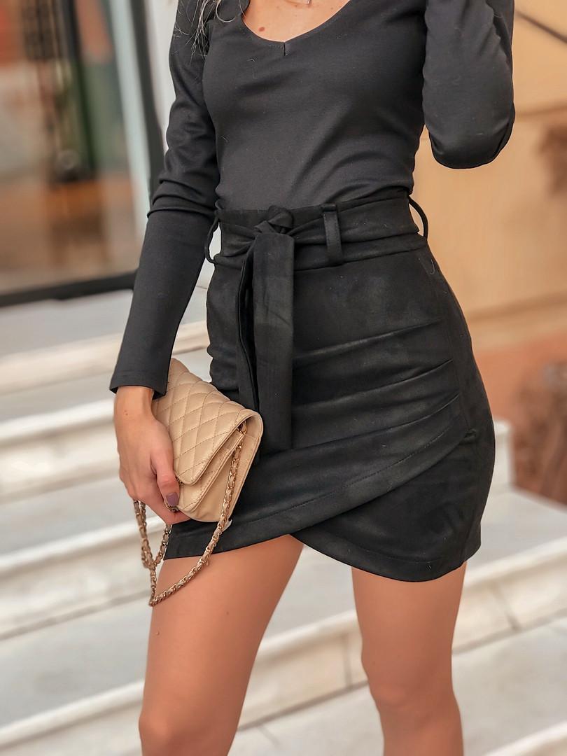 Замшевая короткая женская юбка с асимметрией и поясом 5011361