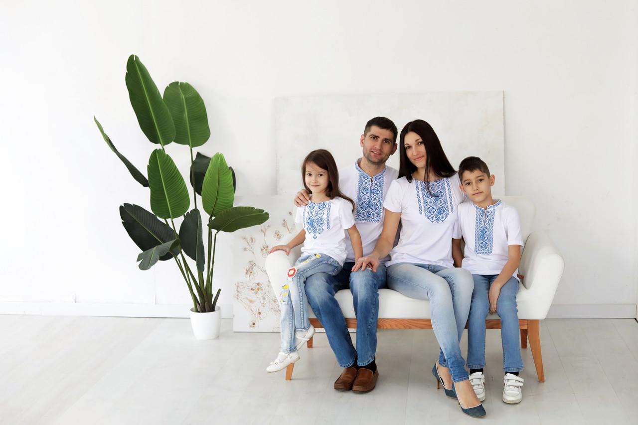 Сімейний комплект вишитих футболок s-1