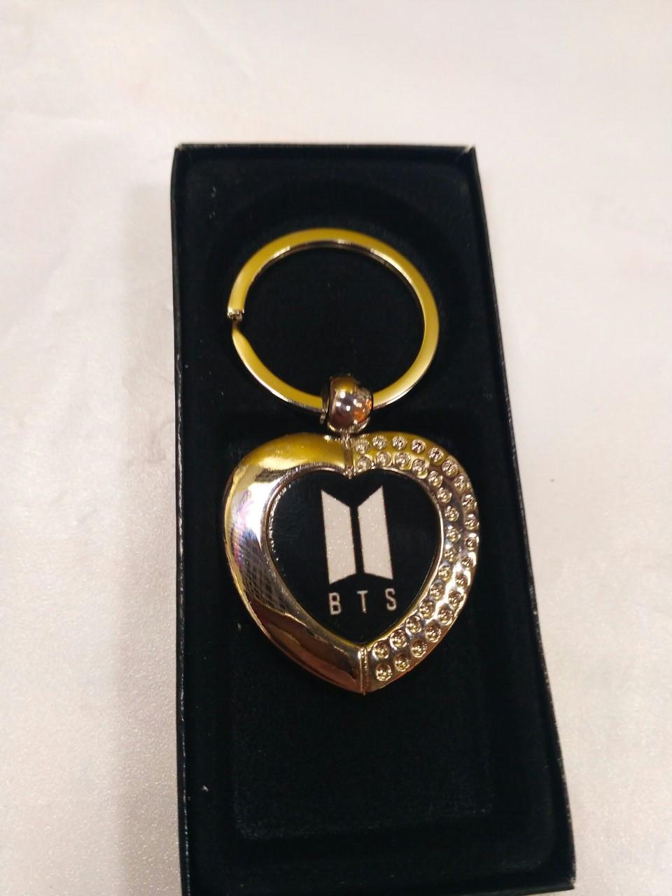 Брелок BTS металлический в форме сердца