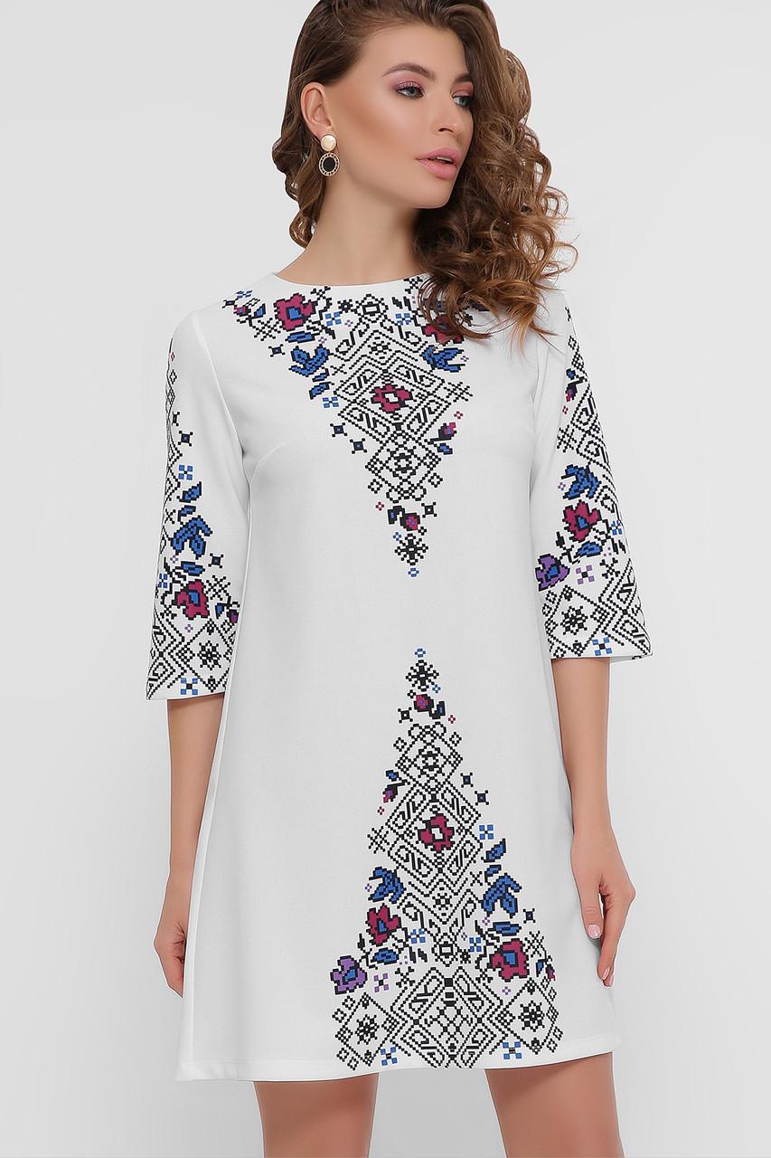 Белое платье с украинским орнаментом