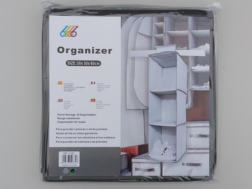 Размер 30×30×60 см, на 3 секции. Подвесной органайзер для хранения одежды.