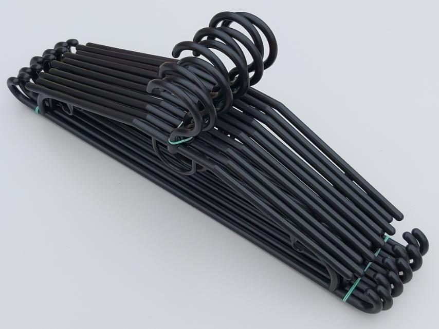 Довжина 41 см. Плічка вішалки пластмасові V-D42 чорного кольору, в упаковці 10 штук