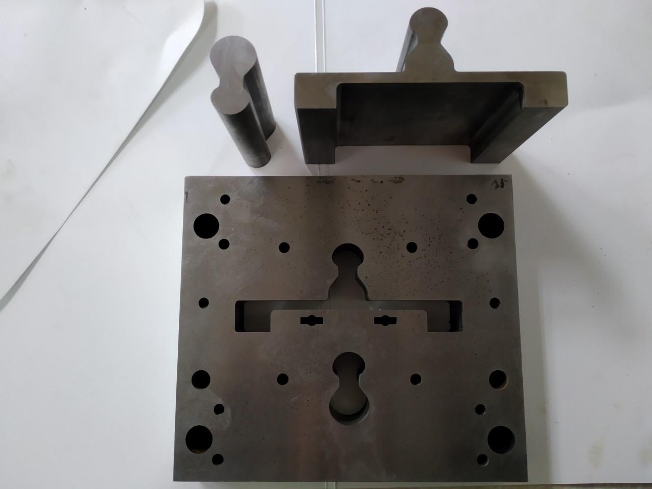 Пуансон и матрица (электроэрозионная обработка)