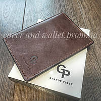 Стильна глянцева шкіряна обкладинка на паспорт Grande Pelle (коричнева)