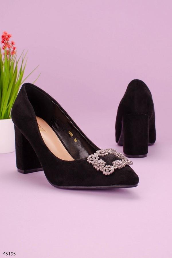Жіночі чорні туфлі з декором на підборах 8,5 см замша еко
