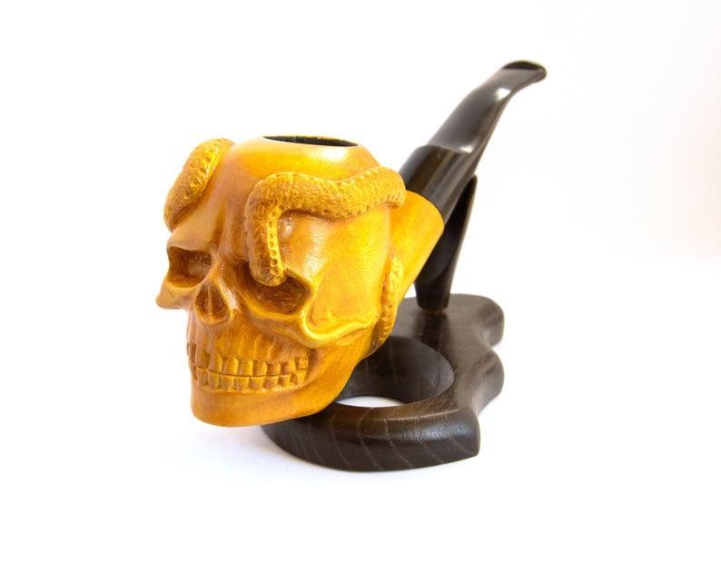 Авторская трубка резная Череп И Змея из дерева груши с мундштуком под фильтр 9 мм.