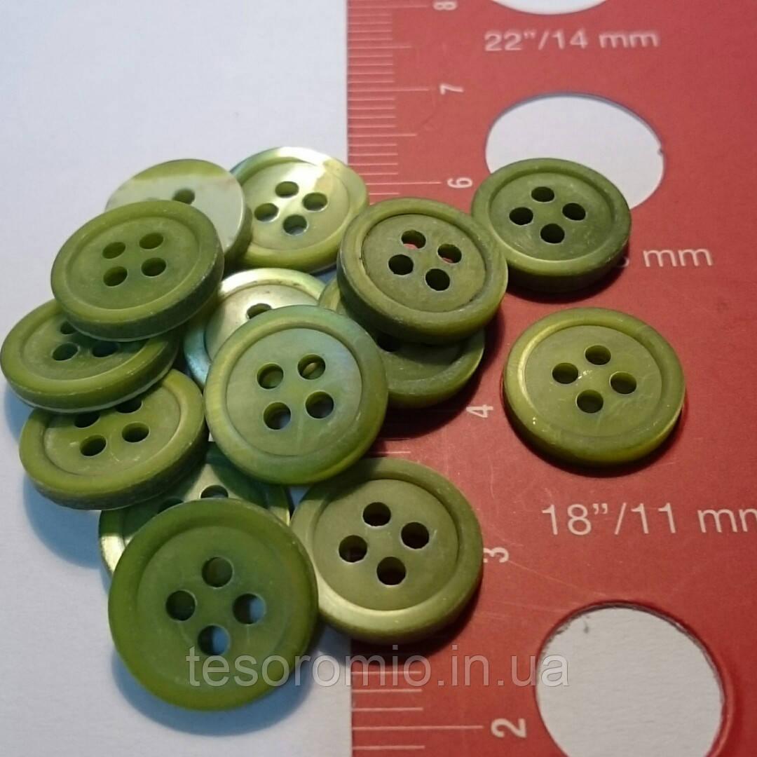 Пуговица рубашечная перламутровая светло-зелёная, матовая, 11 мм диаметр
